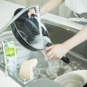 キッチンの排水溝がつまる原因とは